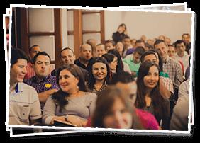 Grupo de personas disfrutando del séptimo conversatorio por Juan Diego Gómez en Invertir Mejor